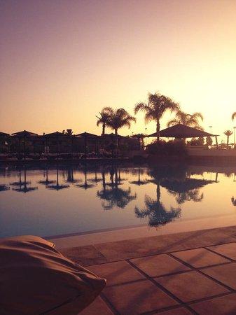ClubHotel Riu Tikida Palmeraie: Evening by the pool