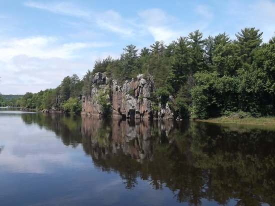 Taylors Falls Scenic Boat Tours: River view