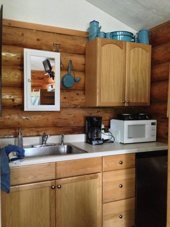 Hatcher Pass Bed & Breakfast: Sourdough Cabin Kitchen