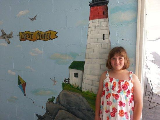 Crest Motel: mural