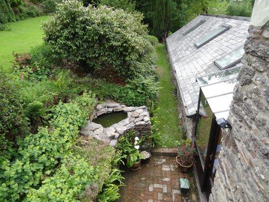 The Round House: Blick in den Garten