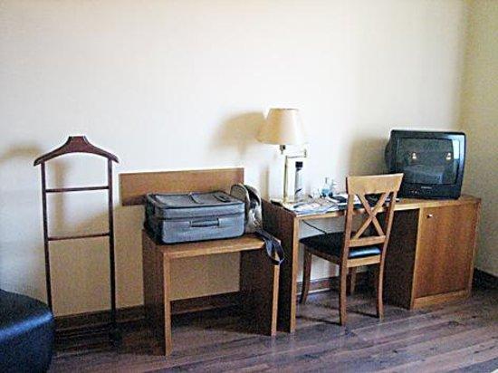 Nova Roma: Mobiliario con minibar