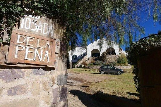 Posada de la Pena: The entrance and front lawn