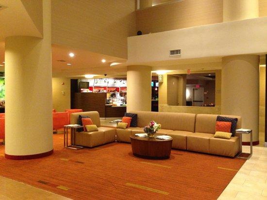 Courtyard Long Island MacArthur Airport: Lobby