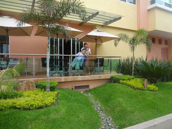 Hostalia Hotel Expo & Business Class: Aspecto de la terraza