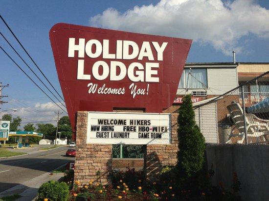 Holiday Motor Lodge Pearisburg: Hotel signage