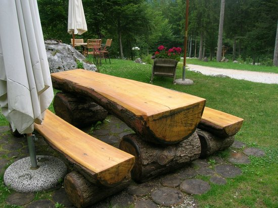 Rifugio Vallata : alcuni dei tavoli esterni