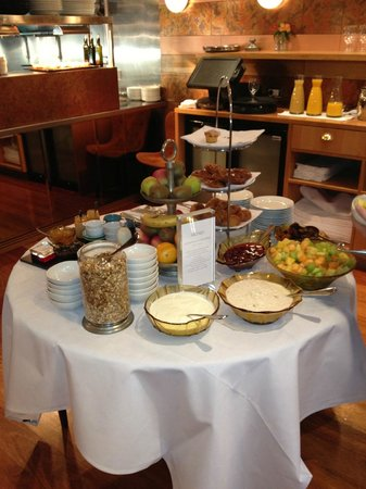 Hotel DeBrett: Continental breakfast