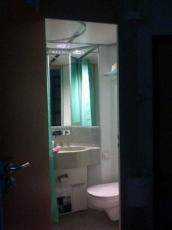Cabinn Odense: baño