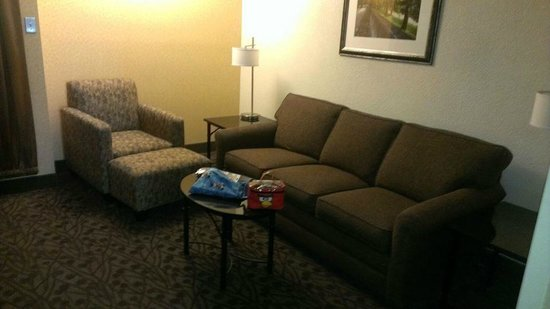 Drury Inn & Suites Frankenmuth: living room area of suite, pull out sofa, chair, desk, tv