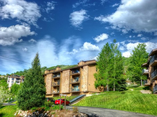 Ski Inn Condominiums: Ski Inn Exterior, Summer