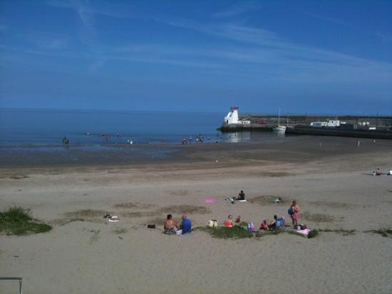 Bracken Court Hotel: lovely beach minutes away