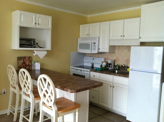 Sandpeddler Inn & Suites: Full Kitchen