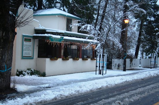 Murphys Grille : This is Murphys Grill in Murphys, CA in the snow
