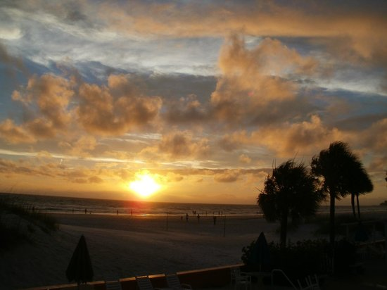 Miramar Beach Resort : Beautiful St. Pete Beach sunset from the Miramar