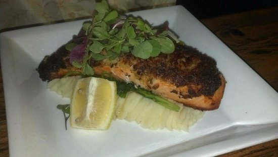 Central Park Fusion Cuisine : Crab-encrusted salmon