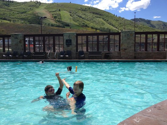 Marriott's MountainSide: Pool felt so refreshing!  92 degrees this weekend!