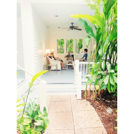 Marquesa Hotel: Enjoying our suites porch.