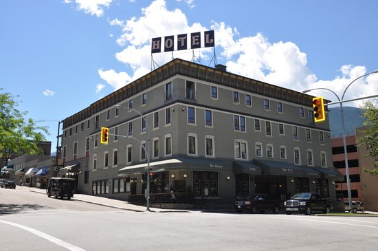 Hume Hotel & Spa: Hume Hotel on a beautiful summer morning