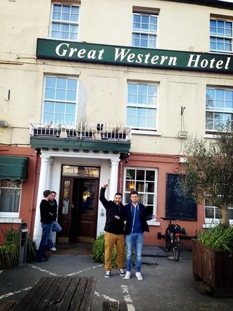 Great Western Hotel: About to go out on the lash
