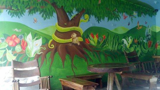 Monteverde Backpackers: Cute Mural