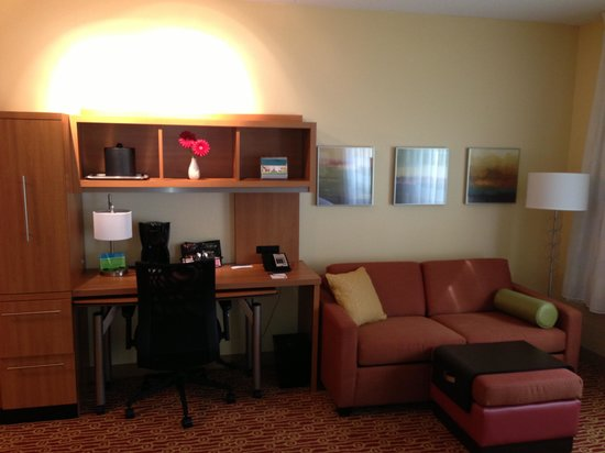 TownePlace Suites Mississauga-Airport Corporate Centre: Desk