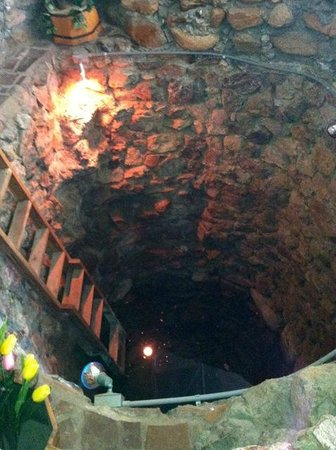 The Inn at Castle Rock : Open mine shaft in entry