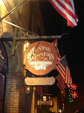 Auntie Skinner's Riverboat Club: Entrance sign