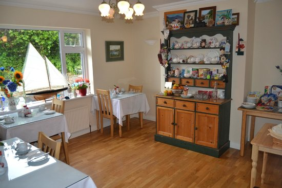 Edencrest Bed and Breakfast: Breakfast Room with a Door that Kept Guest Noise to a Minimum