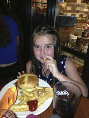 Woodstock Inn Station & Brewery : Kids cheeseburger with extra bacon