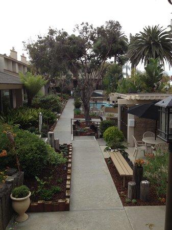 Aquamarine Villas: Interior pool area & gardens