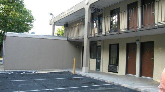 Super 8 Camp Springs/Andrews AFB DC Area : Motel vu de l'extérieur.
