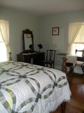 Schuyler, Wirginia: THE ACTUAL Master Bedroom in the ACTUAL Walton House