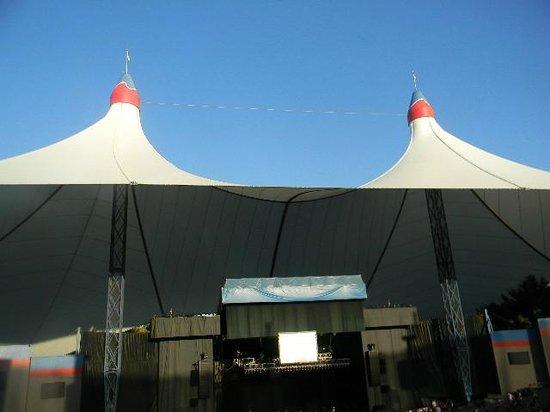 Shoreline Amphitheatre: Twin tent towers