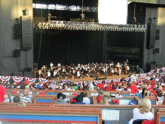 Shoreline Amphitheatre: daytime view of stage