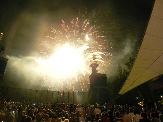 Shoreline Amphitheatre: fireworks looking toward the lawn