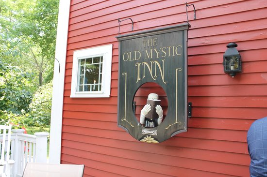 The Old Mystic Inn: Entrance to Inn