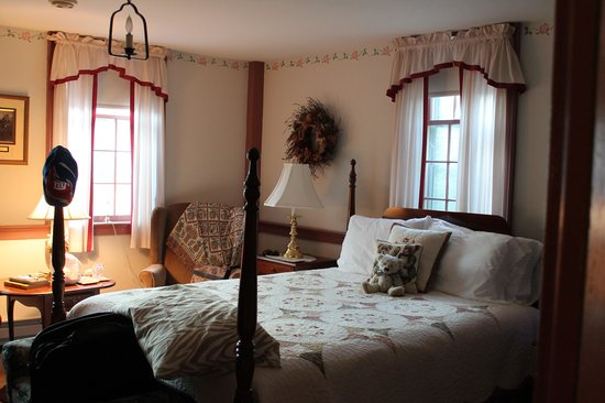 The Old Mystic Inn: Our Room