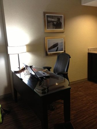DoubleTree Suites by Hilton Hotel Columbus Downtown: Work area