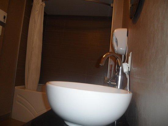 Hotel Universel Quebec : Bathroom