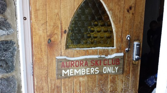 Aurora Ski Club: The entrance to Aurora