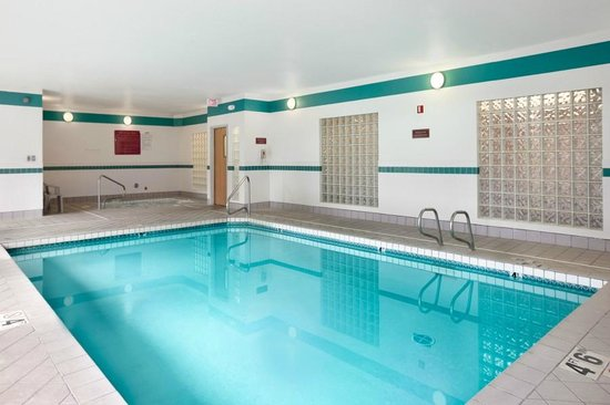 Howard Johnson Inn and Suites Vancouver by Vancouver Mall: Pool