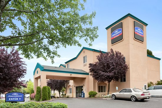 Howard Johnson Inn and Suites Vancouver by Vancouver Mall : Exterior Building