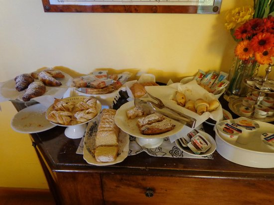 SanGaggio House: Pastries to choose from.
