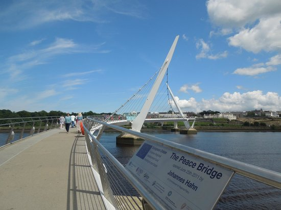 ‪Peace bridge‬