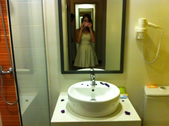 Ibis Styles KL Cheras: Washroom