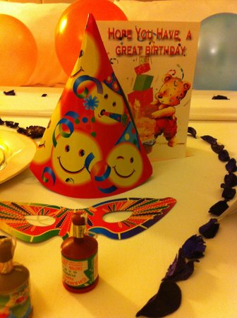 Ibis Styles KL Cheras: Smiley party hat