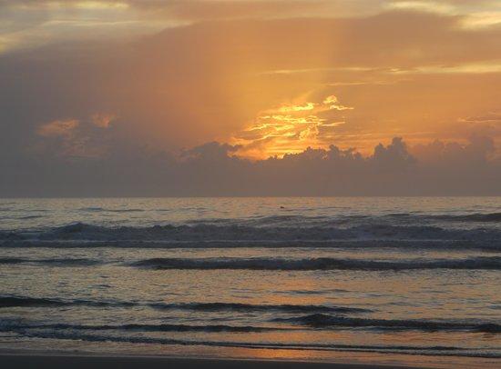 Boardwalk Inn and Suites: Beautiful sunrise!