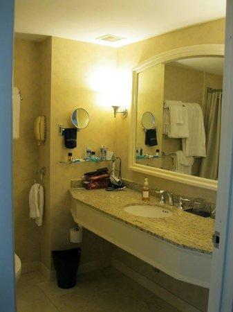 Seaport Boston Hotel : big bathroom