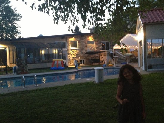 Gite Un Air D'ete : À la piscine